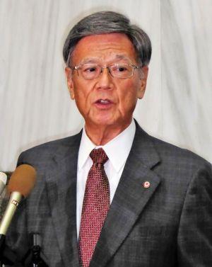 CH53Eヘリコプターの飛行再開に抗議する翁長雄志知事=19日、県庁