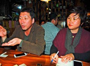 従軍慰安婦問題について「被害者の視点から正義ある解決ができることを望む」と話す金運成さん(左)と(〓1)(〓2)さん夫妻=25日、読谷村内