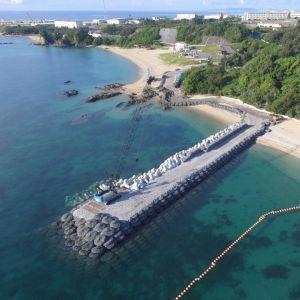 (飼料写真)建設が進むK9護岸=7月22日午前、名護市辺野古(小型無人機から)