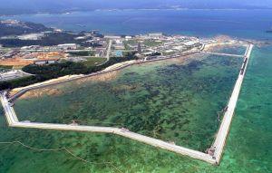 海域を護岸で囲む工事などが進む名護市辺野古の米軍キャンプ・シュワブ沿岸=8月
