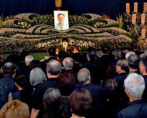大勢の参列者が詰め掛けた翁長雄志知事の告別式=13日午後3時、那覇市・大典寺(代表撮影)
