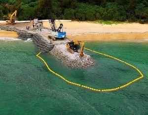 米軍キャンプ・シュワブの海岸で重機を使い進められている護岸工事の現場=24日午前7時43分、名護市辺野古(小型無人機から)