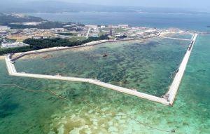 新基地建設が進むキャンプ・シュワブ沿岸。海域を護岸で囲む工事などが着々と進んでいる=8月10日(小型無人機で撮影)